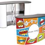 Pop-up desk-ul sau măsuța personalizată de prezentare